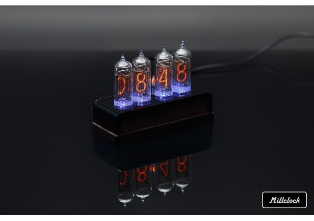 Uhren - MILLCLOCK Gasentladungsuhr, in einem Holzgehäuse, mit einem Adapter, 4-Kolben